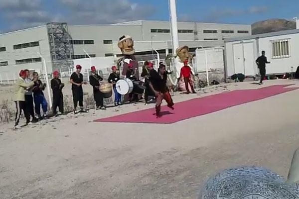 إدارة مصنع رونو تواجه الإحتجاجات بفرقة بهلوانية