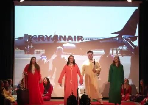 طلاب أمريكيون في طنجة يقدمون عرض الحلقة