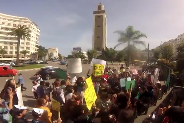 احتجاج تلاميذ المدرسة الإسبانية