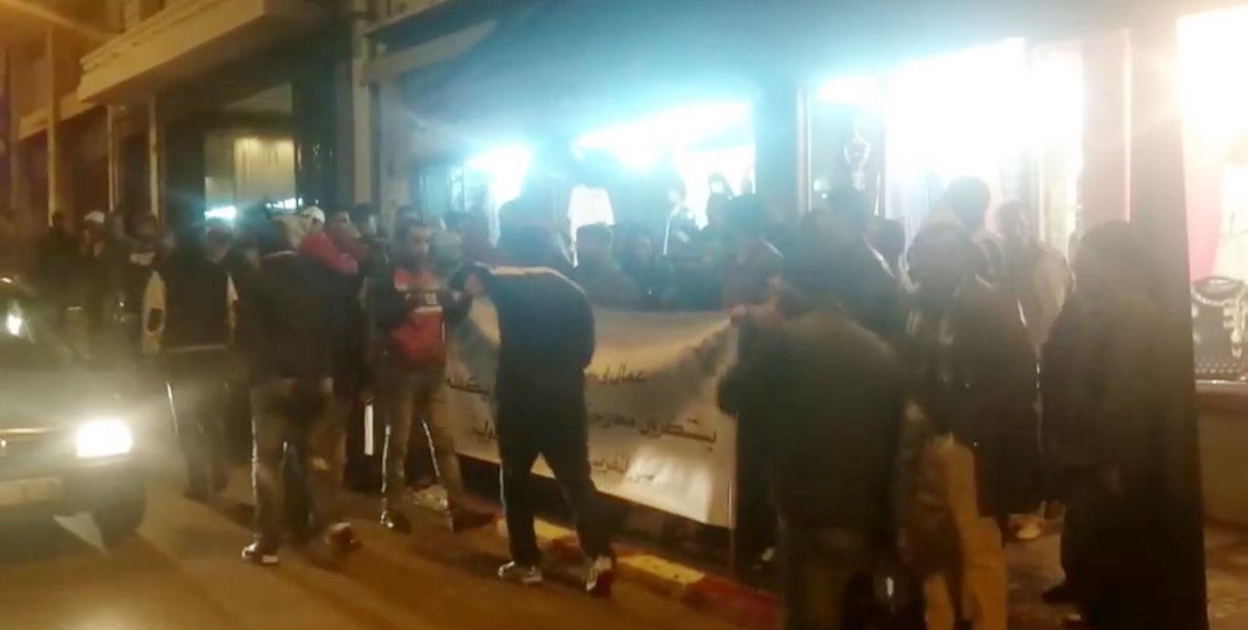 احتجاجات أمام فندق المنزه