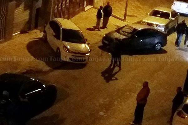 حادث تفحيط يؤدي إلى خسائر مادية بممتلكات الغير في حي البرانص (فيديو)