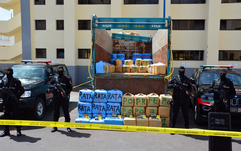 الدار البيضاء .. حجز ثلاثة أطنان ونصف من مخدر الشيرا على متن شاحنة لنقل البضائع وتوقيف شخصين